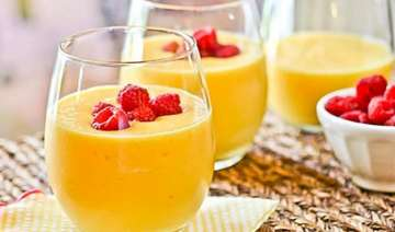quick summer recipe mango smoothie in easy steps...