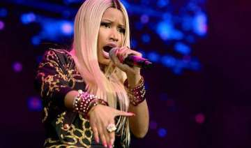 nicki minaj suffers wardrobe malfunction on stage...