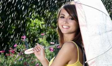 protect your hair from monsoon humidity - India TV