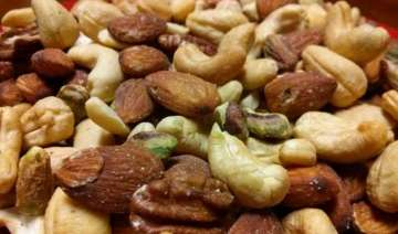 a handful of tree nuts daily keep you super...
