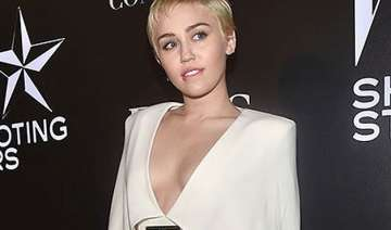 miley cyrus praises campaign featuring gay couple...