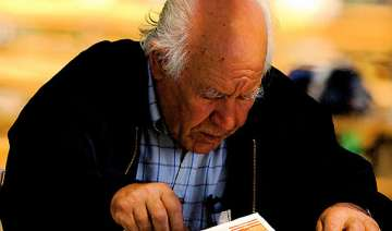 reading writing keep ageing brains healthy -...