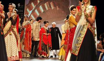 shabana javed get lovey dovey at iijw - India TV