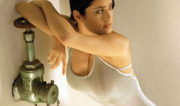there s more to me than looks salma hayek - India...