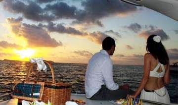 turn your holiday into a honeymoon view pics -...
