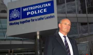 british police chief quits amid phone hacking...