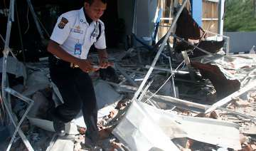 five died in massive indonesian quake say...