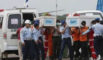 indonesian divers recover 6 more bodies from...