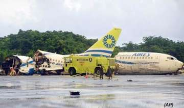 miracle as lightning splits boeing into 3 parts 1...