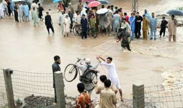 pak hindus looted at gunpoint in flood hit areas...