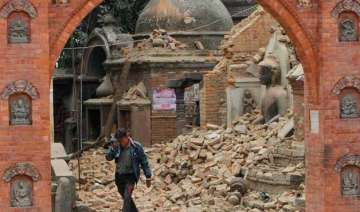 nepaldevastated rescuers dig with bare hands for...