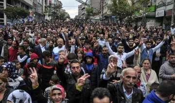 turkey thousands gather to mourn victims of...