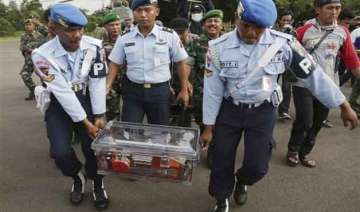 divers retrieve 2nd black box from airasia crash...
