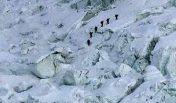 17 dead in mount everest avalanche toll expected...