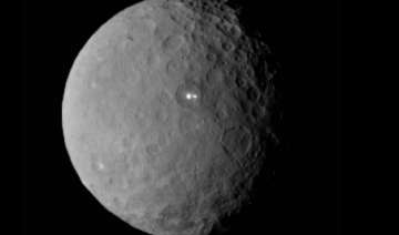 nasa probe sends stunning images of dwarf planet...