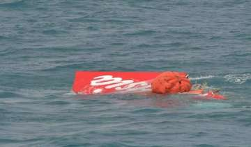 divers sent to investigate pings from crashed...