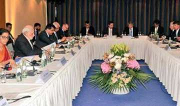 pm modi meets movers and shakers of german...