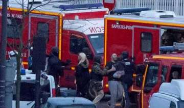 police officials 4 dead in paris grocery hostage...