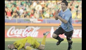 uruguay sail into second round after 1 0 win -...