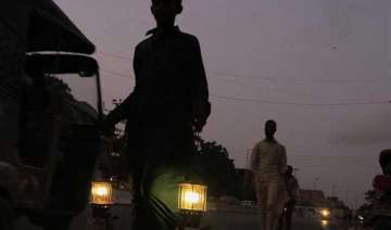 power crisis pakistan plunges into darkness -...