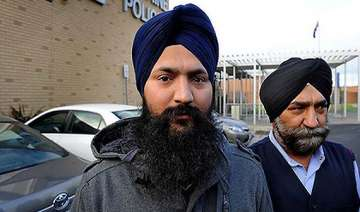 indian sikh cab drivers beaten up robbed in...