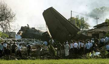 indonesia military plane crashes into houses...