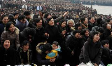 lakhs of mourners turn up to pay respects to kim...