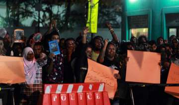 maldives cancels presidential poll over political...