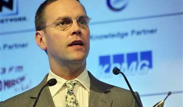 news of the world to close james murdoch...