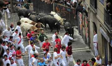 one person injured in 5th spanish bull run -...