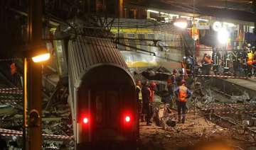 six killed as train derails in france - India TV