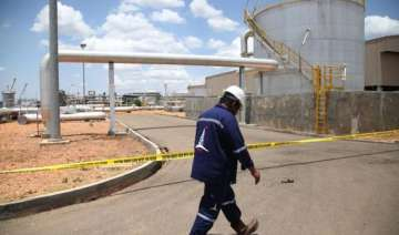 south sudan to shut down oil industry next week -...