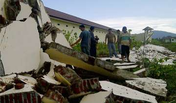 strong indonesian quakes creates panic but no...