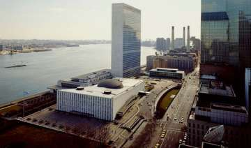 superstorm sandy causes major damage to un...