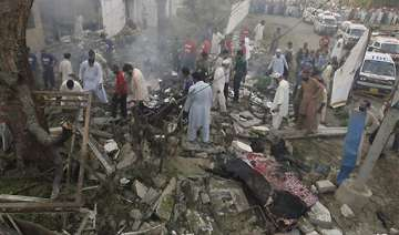 taliban suicide attack in pakistan leaves 4...