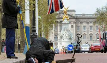 terror threat police gear up for royal wedding -...