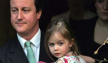 uk pm cameron leaves 8 year old daughter in pub -...