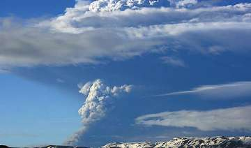 volcano erupts in iceland sends ash 20 km into...