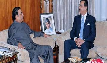 with rumours rife gilani meets zardari - India TV
