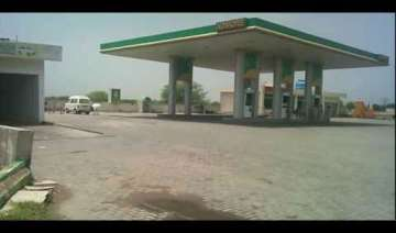 17 die in pakistan petrol station attack - India...