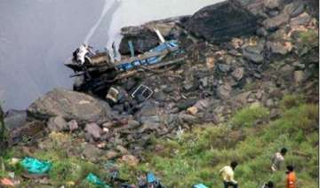 20 die as bus falls into gorge - India TV