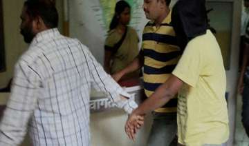 5 held in gangrape case cops hunting mobile which...