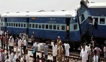 35 injured in train mishap - India TV