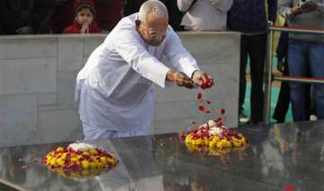 anna visits rajghat ahead of his day long fast on...