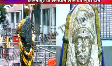 anonymous devotee donates rs 2 crore golden mask...