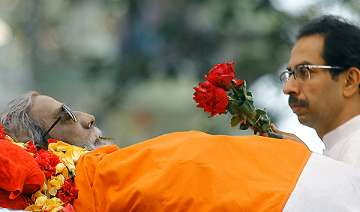 bal thackeray cremated with state honours amidst...