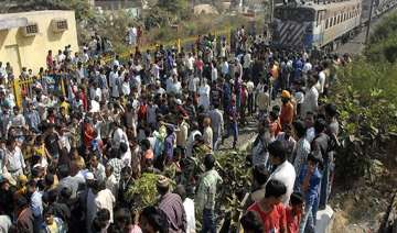 bhopal disaster protesters block india trains -...