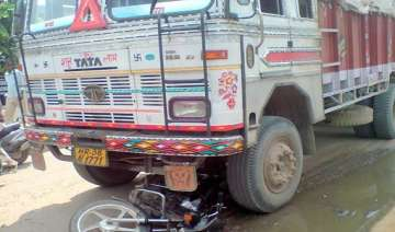 biker dead after collision with truck - India TV