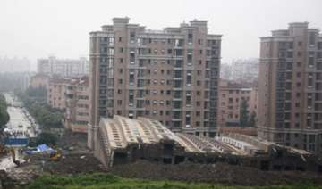 bombay hc asks flat buyers to verify properties...