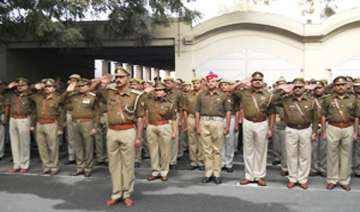 cops across up set to get weekly off - India TV